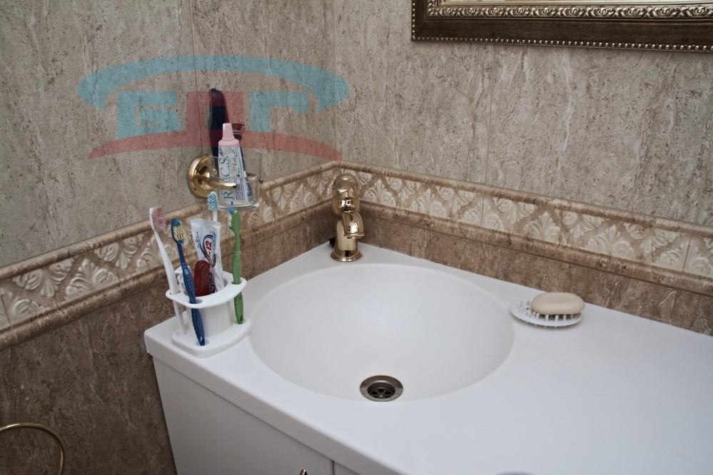 Столешница для ванной со стеновыми панелями