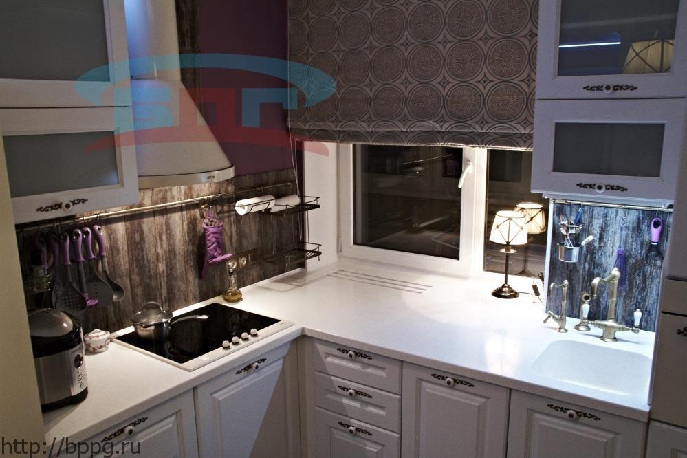 Подоконник для кухни, г-образной формы, переходящий в столешницу