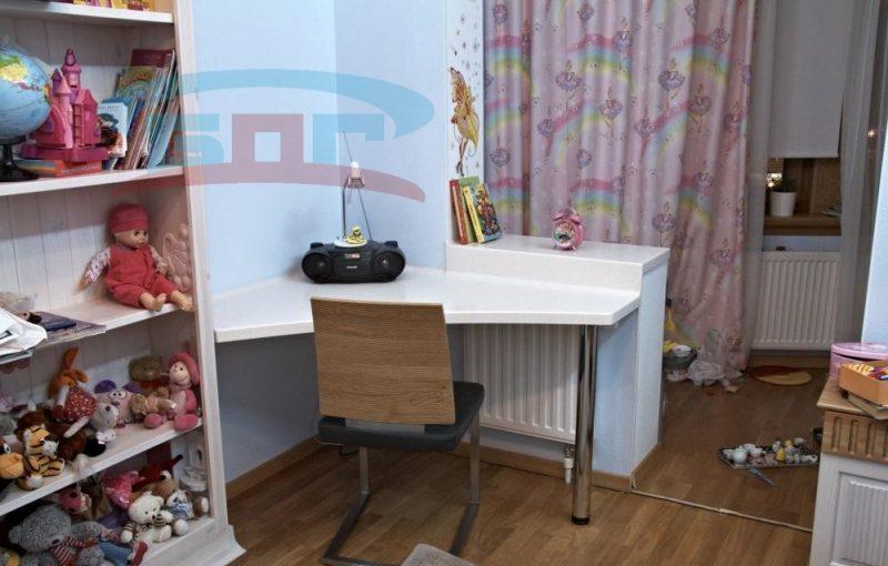 Подоконник со столом