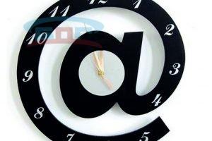 Часы из искусственного камня собака2