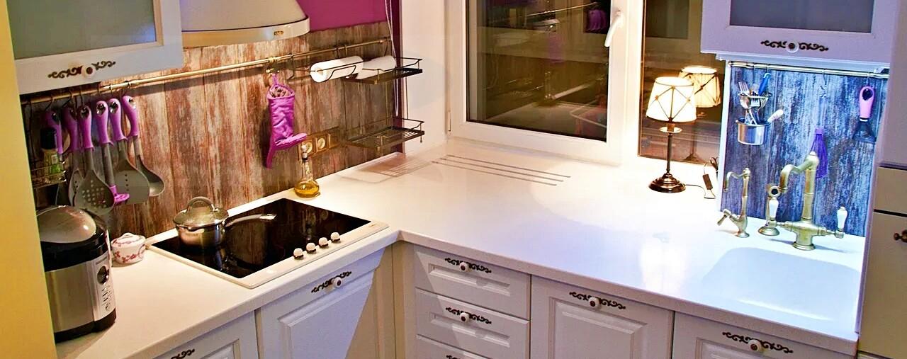 Подоконник из искусственного камня со столешницей для кухни