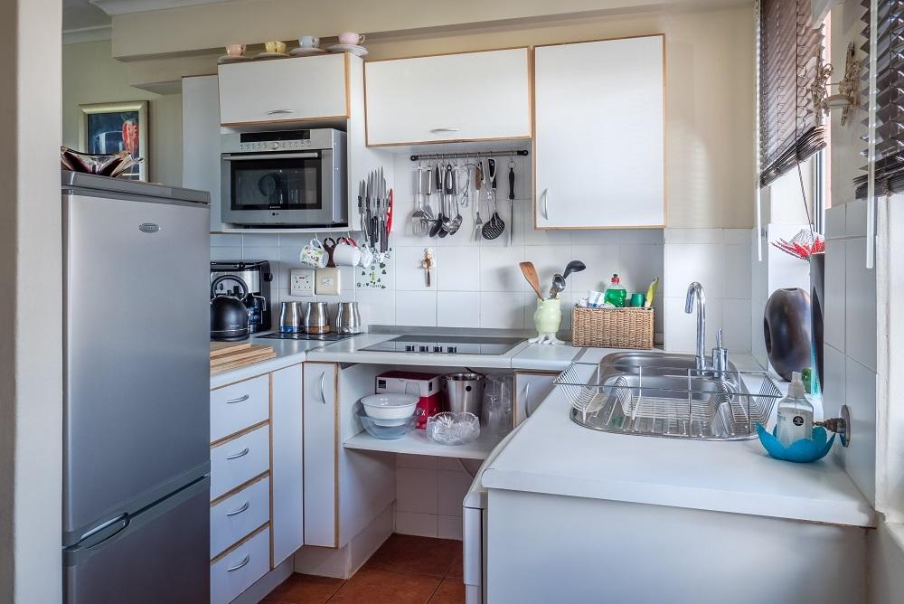 Заказать прямоугольную столешницу Tristone для кухни с плинтусом