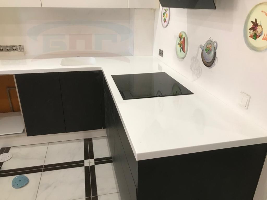 Прямоугольная раковина со столешницей для кухни