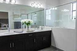 Классическая столешница в ванную из искусственного материала