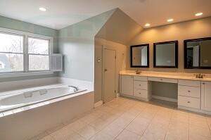 Красивая столешница в ванную из искусственного материала