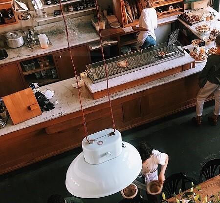 Столешницы барной стойки и стол имитация дуба