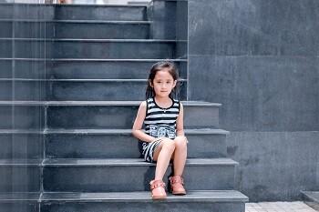 Гранитные ступени, черного цвета