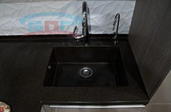 Кухонная мойка из камня  «строгая» с квадратная  углами